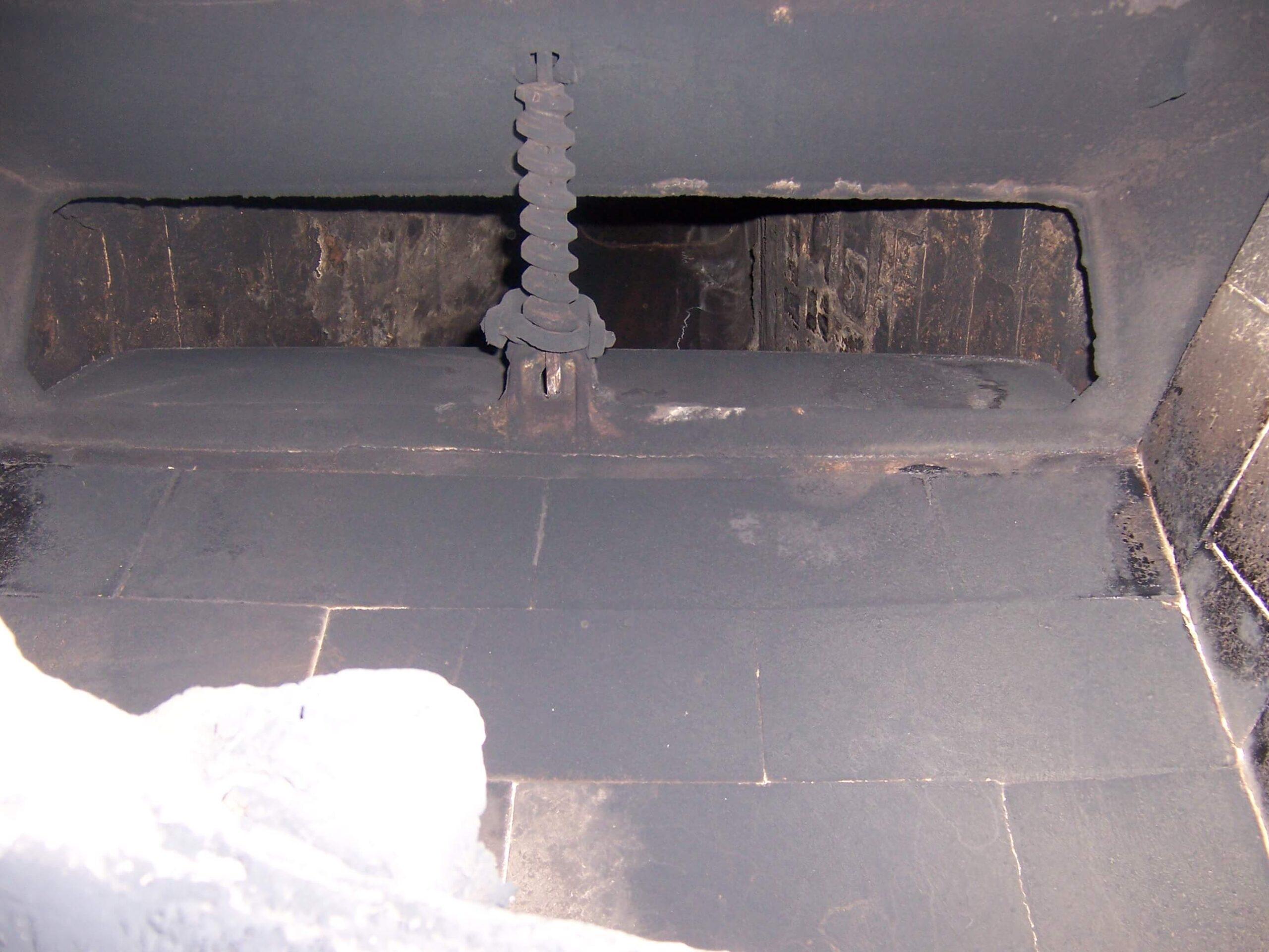 Vestal damper with worm gear actuator