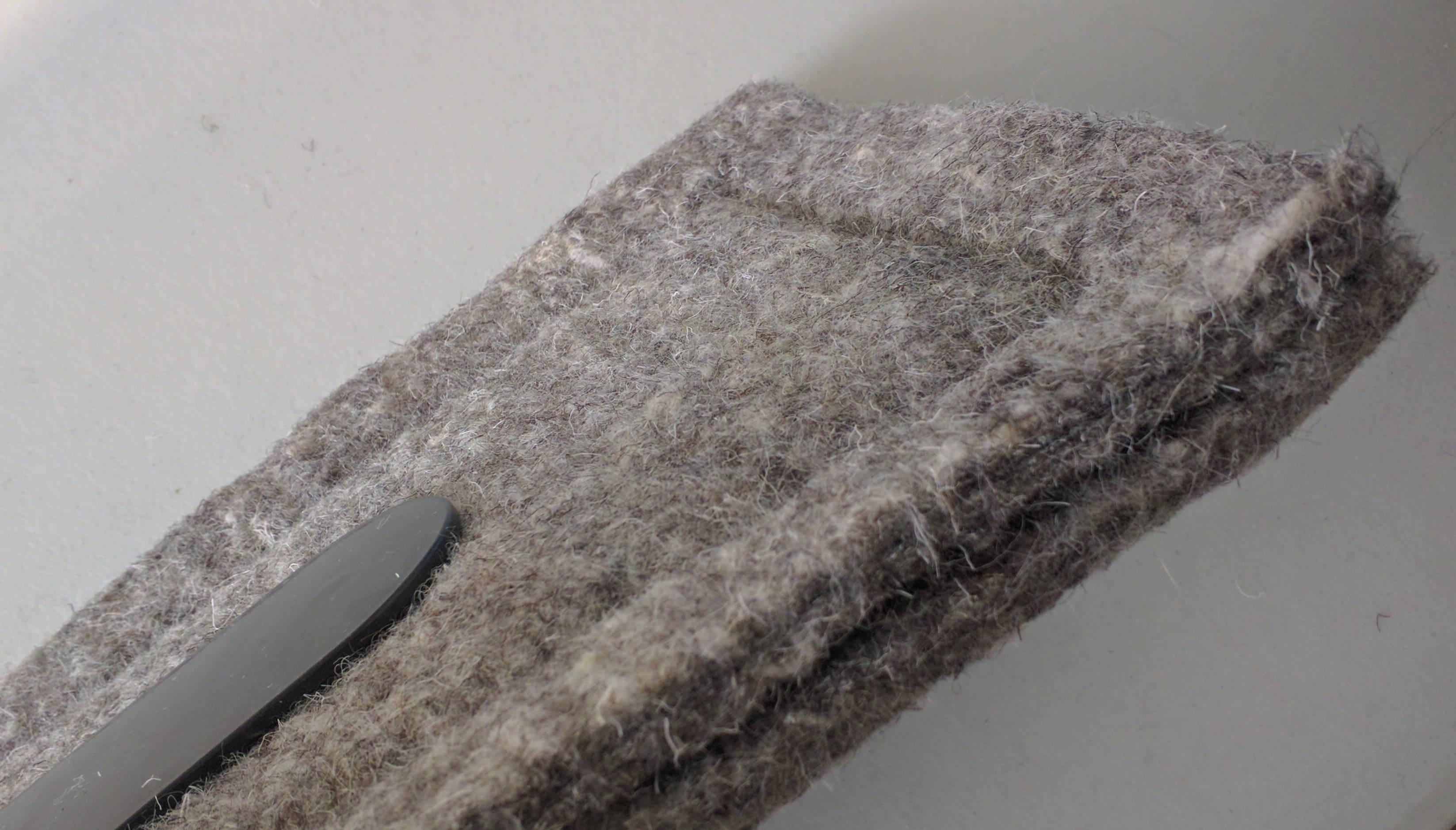 Flueblocker Hemmed edge
